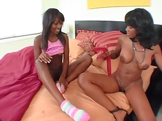 Nyomi Banxxx With Teen -..